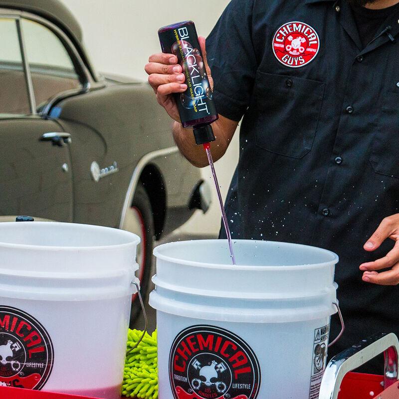 Black Light Hybrid Radiant Finish Car Wash Soap for Black & Dark Colored Cars slider image 2